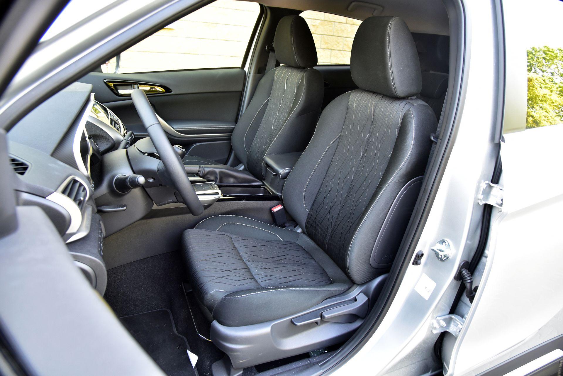 Mitsubishi Eclipse Cross 1.5 передние сидения