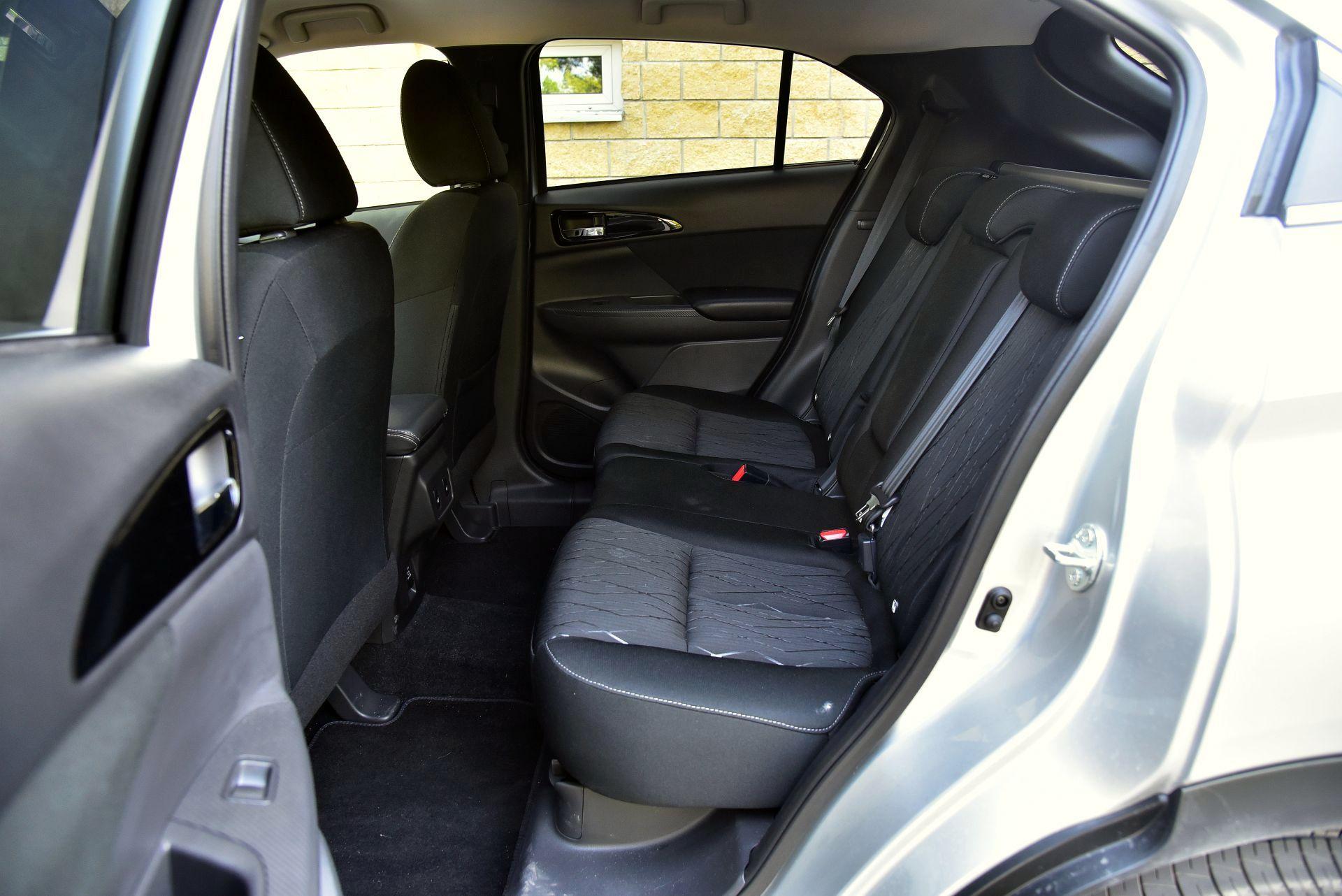 Mitsubishi Eclipse Cross 1.5 задние сидения