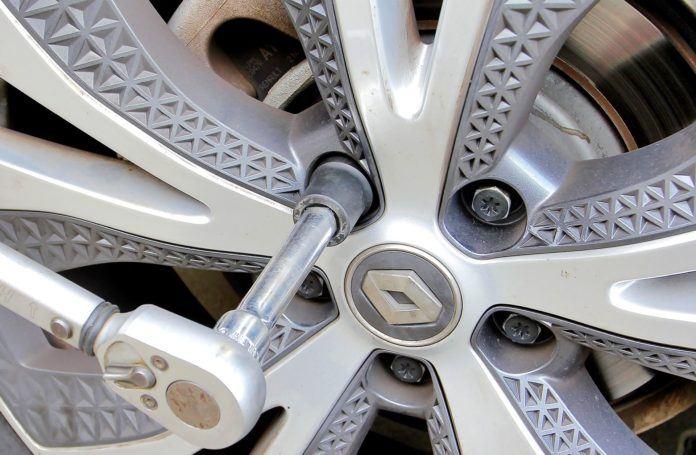 Выкручиваем секретки на автомобильных колесах