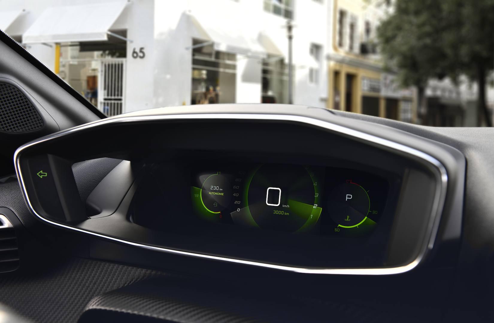 Peugeot 208 панель приборов