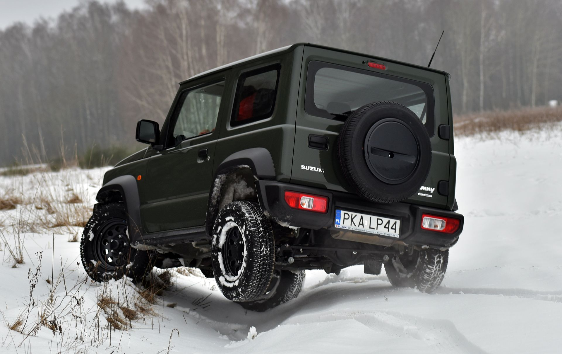 Suzuki Jimny фото сзади