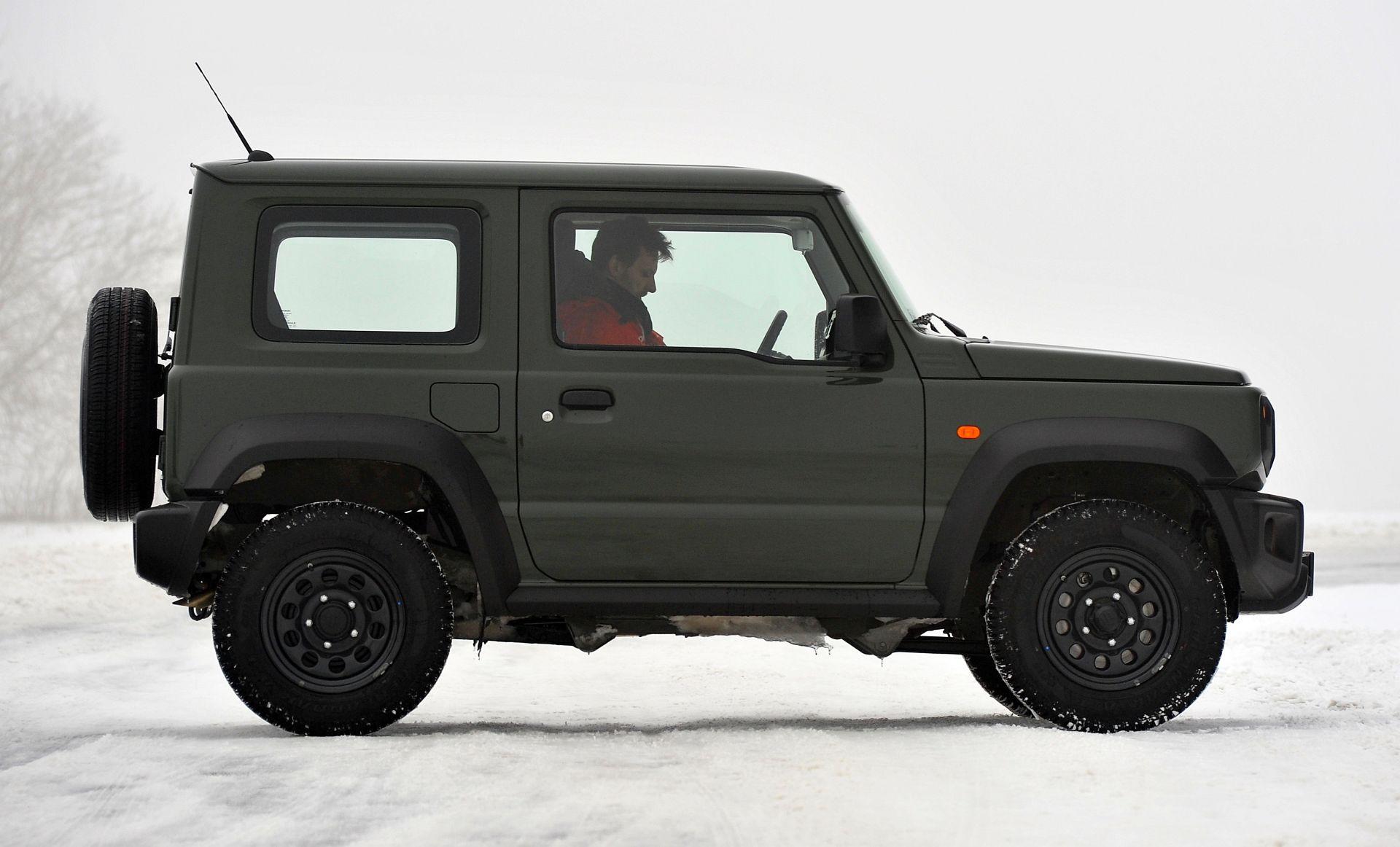 Suzuki Jimny сбоку