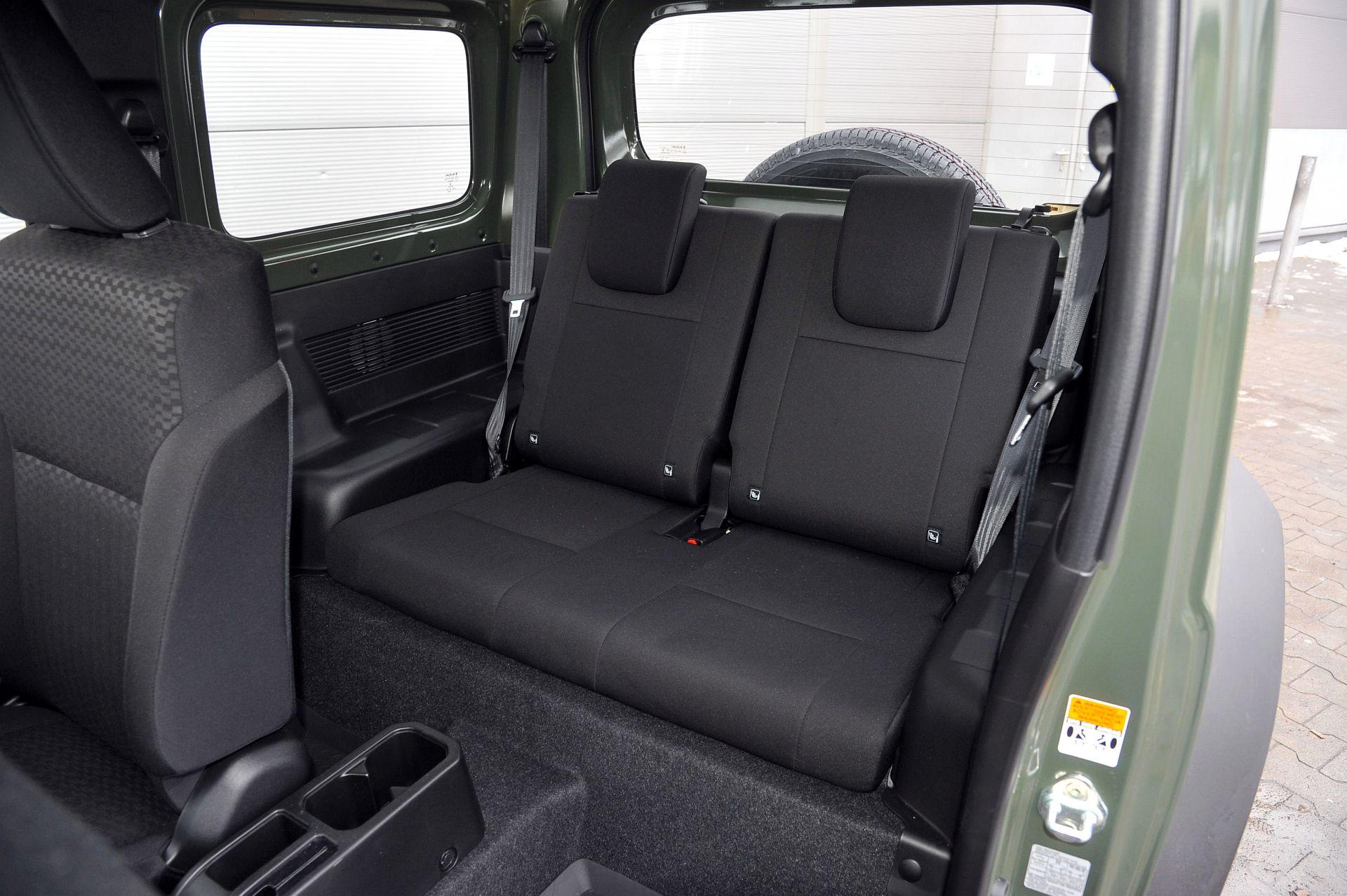 Suzuki Jimny задние сидения
