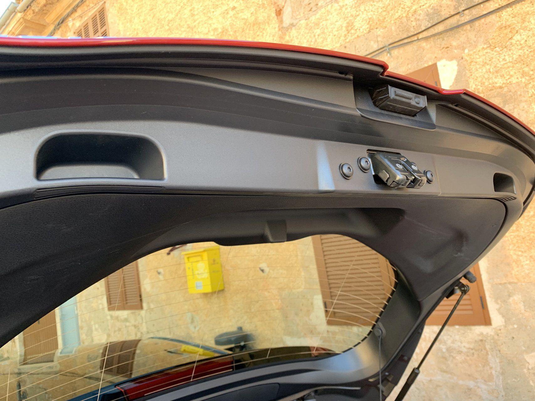 Toyota Corolla дверь багажника
