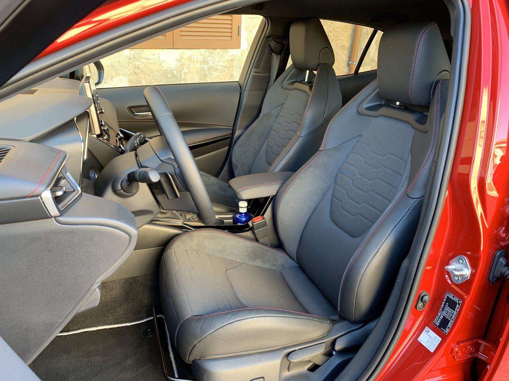 Toyota Corolla передние сидения