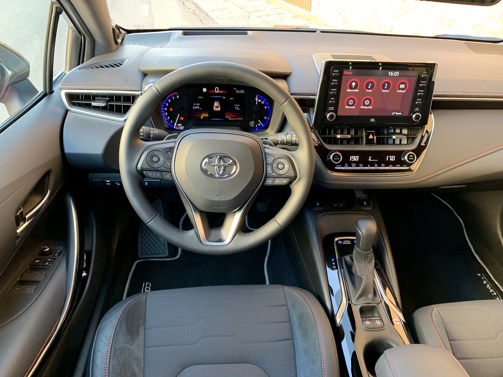Toyota Corolla салон вид