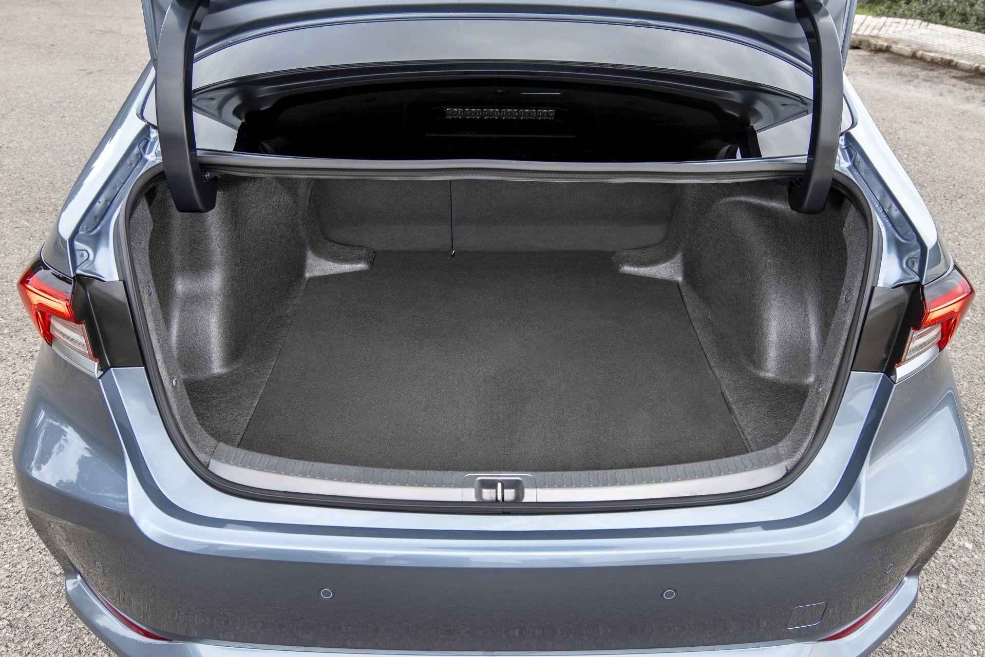 Toyota Corolla себан багажник