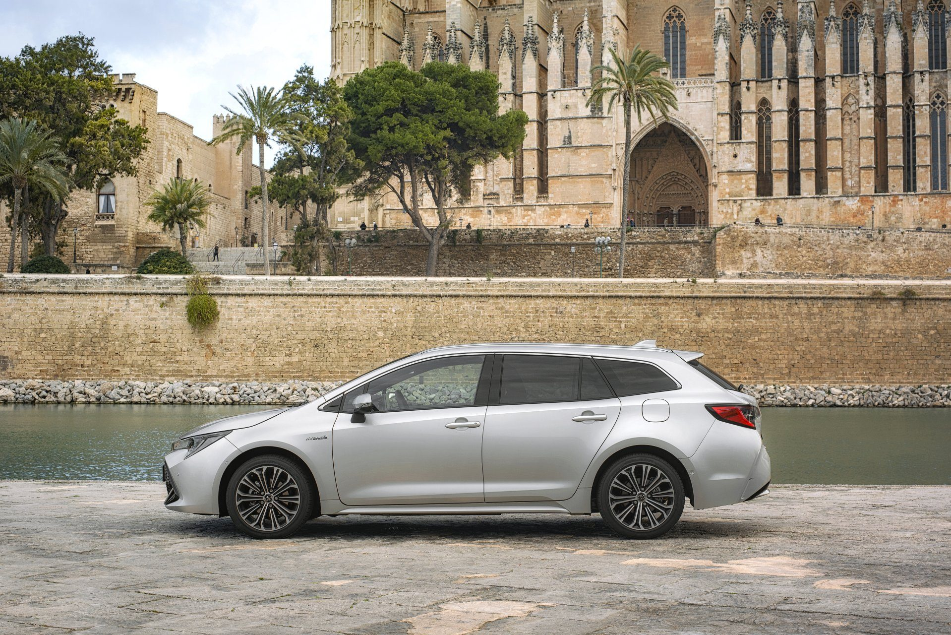 Toyota Corolla универсал вид сбоку