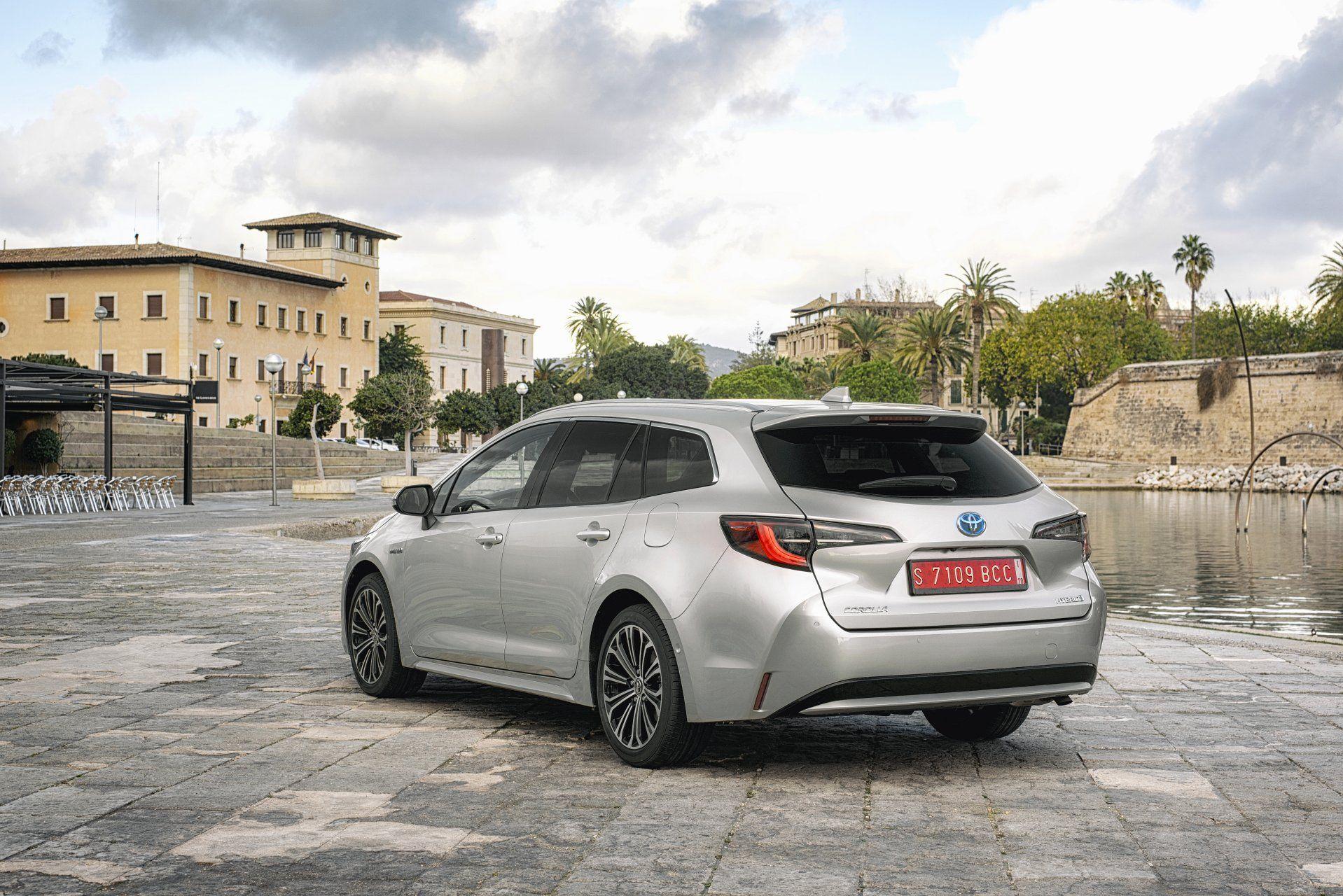Toyota Corolla универсал вид сзди