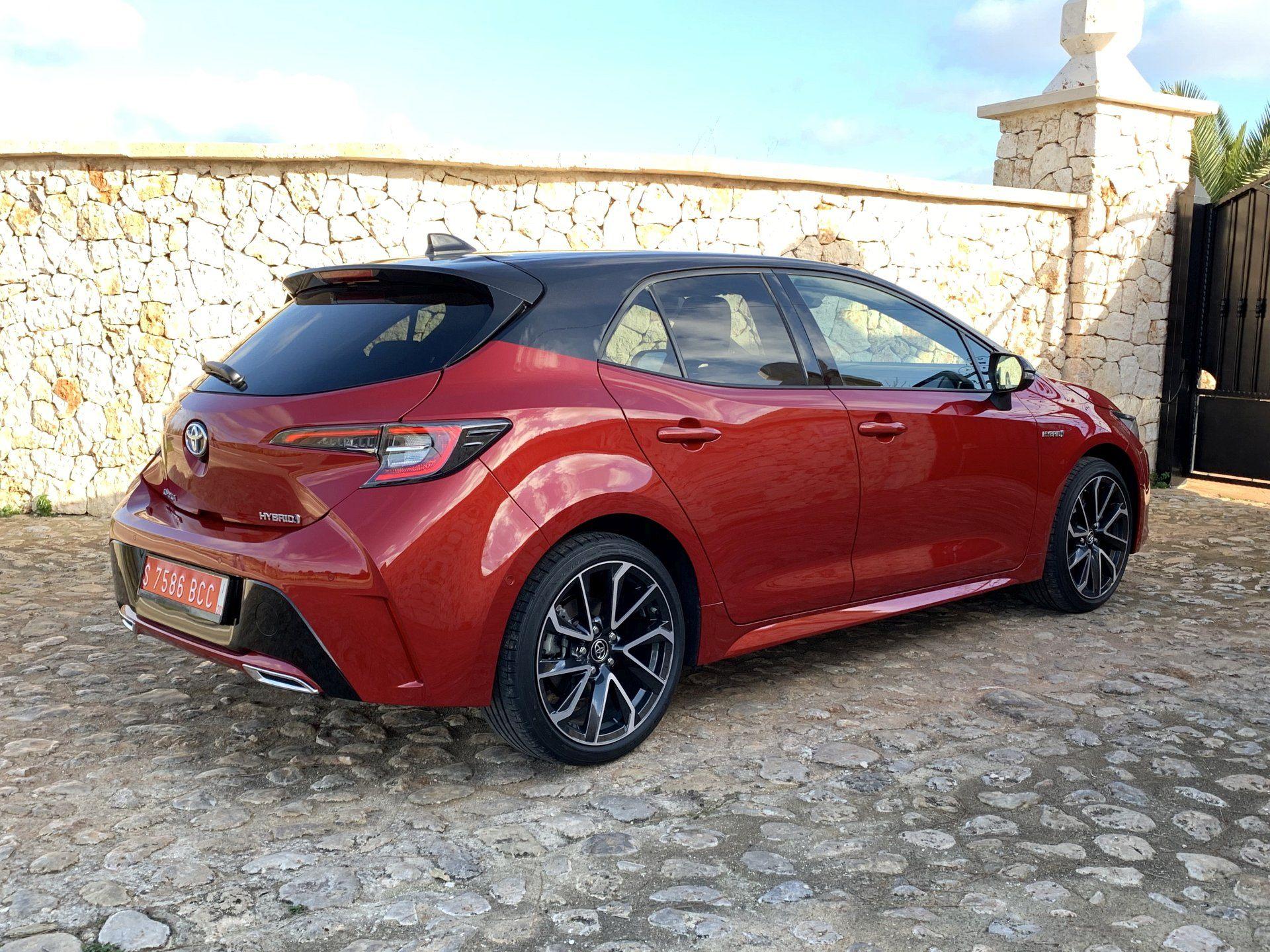 Toyota Corolla вид сбоку