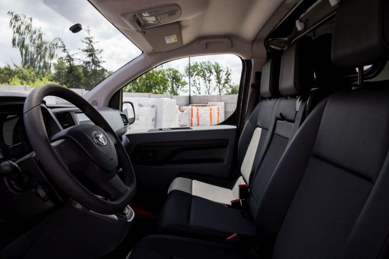 Toyota Proace передние сидения