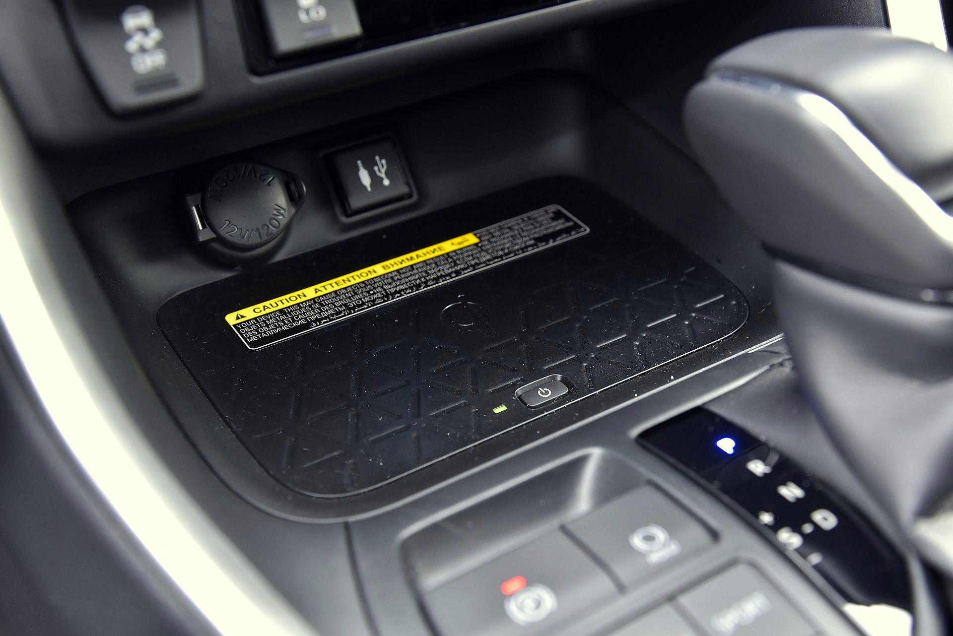 Toyota RAV4 2.5 детали салона