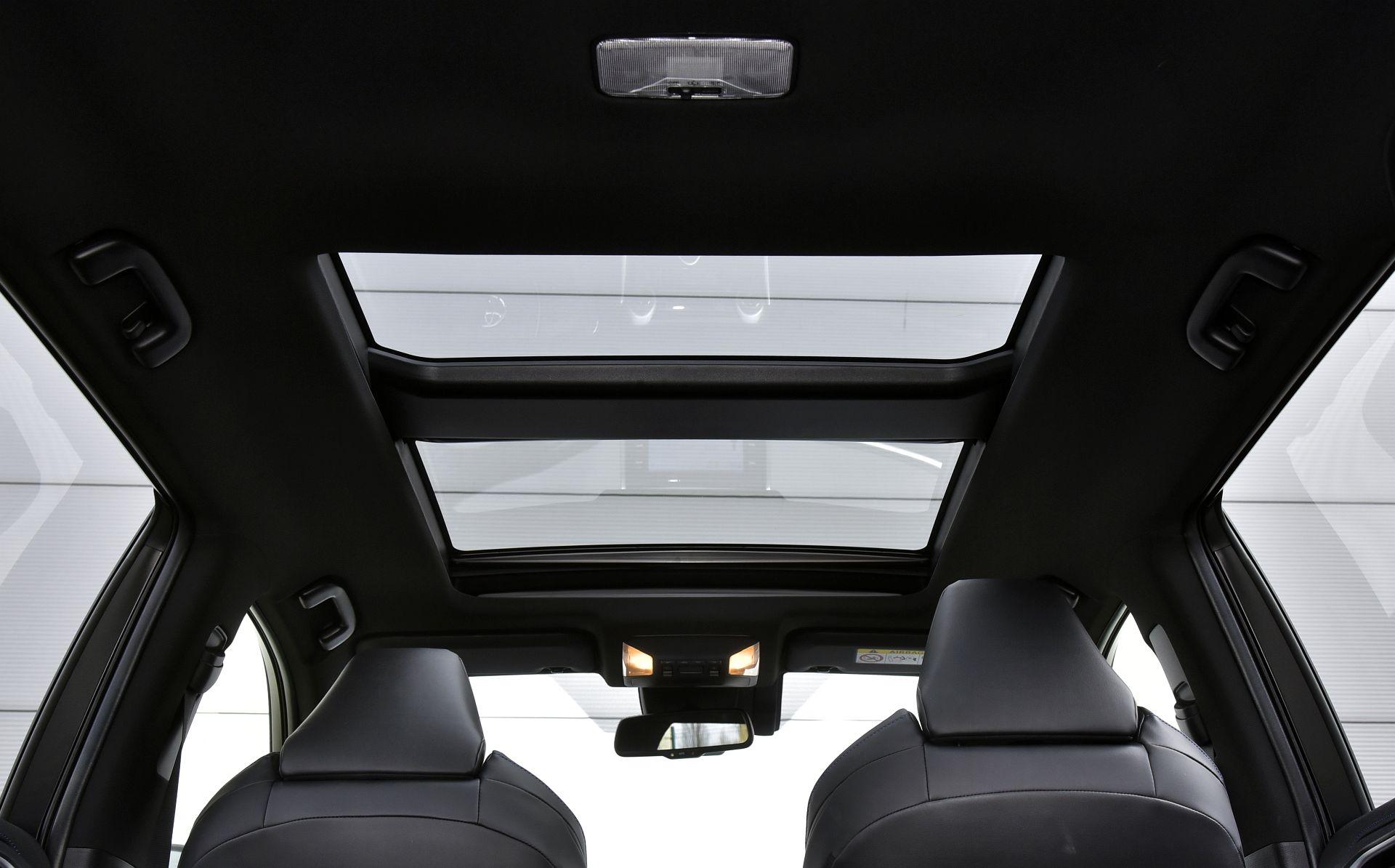 Toyota RAV4 2.5 панорамная крыша