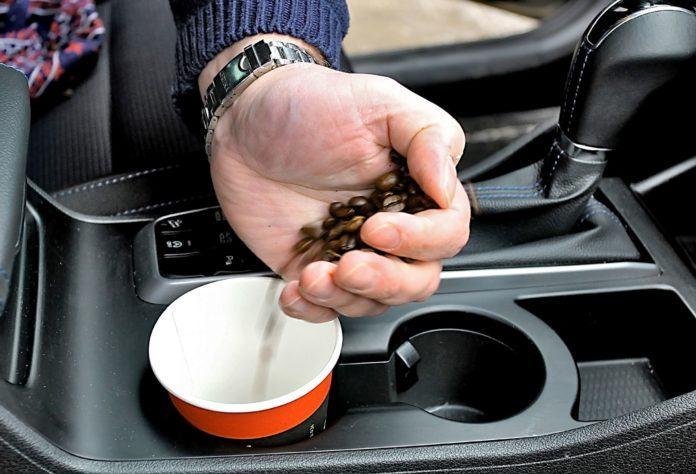 аромат кофе быстро убкрёт неприятные запахи