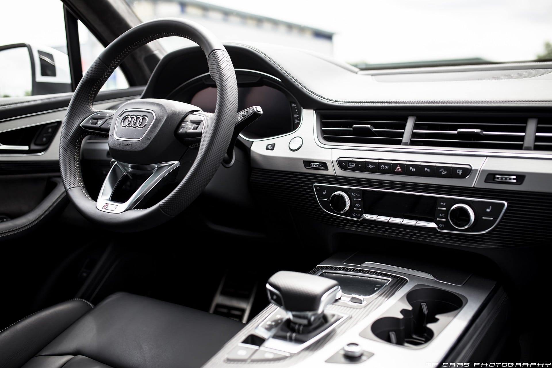 Панель приборов Audi Q7