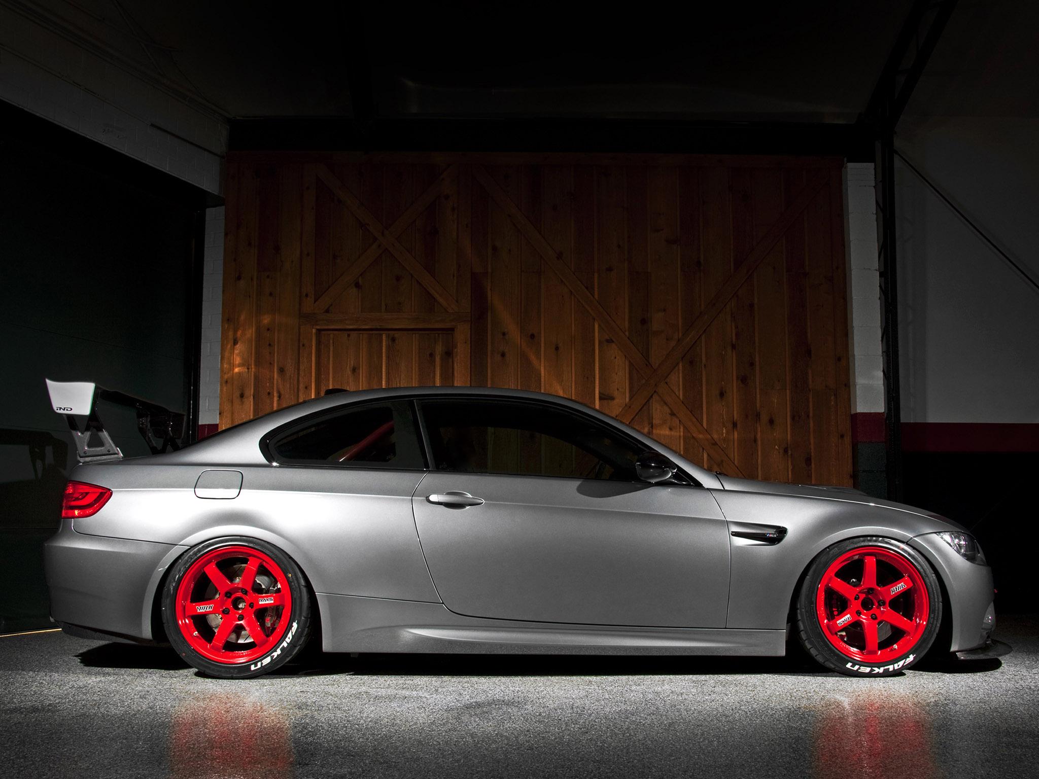 bmw красные диски