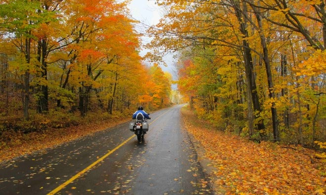 на мотоцикле осенью